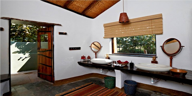 Bathrrom-of-Reni-Pani-Jungle-Lodge