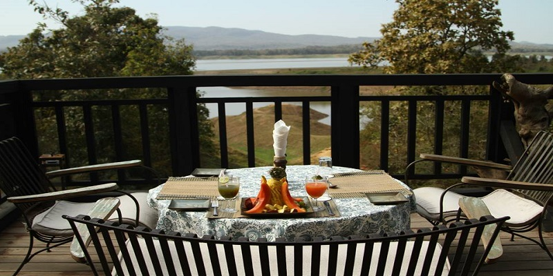 Dining-at-over-looking-to-Denwa-River-of-Denwa-Backwater-Escape-Satpura